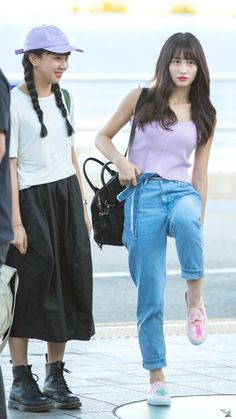 Chaeyoun Momo Twice 180816 Incheon Airport to Thailand Kpop Fashion, Korean Fashion, Fashion Outfits, Airport Fashion, Korean Girl, Asian Girl, Korean Style, Nayeon, Chaeyoung Twice