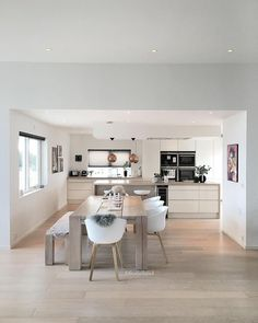 Gorgeous Ikea Kitchen Design Ideas 19 The kitchen is one of the most important rooms in any home. It is a space that should be functional, … Ikea Kitchen Design, Interior Design Kitchen, Ikea Design, Rustic Kitchen, Kitchen Decor, Cuisines Design, Open Plan Kitchen, Living Room Kitchen, Dining Room