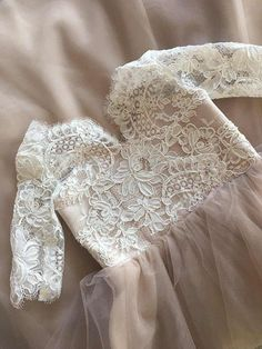 This flower girl dress is small copy of our Espana wedding dress https://www.etsy.com/ru/listing/386196122 The color on picture : light ivory lace (off white) with blush tulle and underlayer. The dress also could be made in another colors - contact with me about this. here is the color