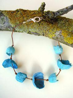 Eco friendly paper jewelry Choker Necklace with Gioielli di carta, collana con fiori  by AlessandraFabre, €24.00