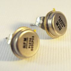 Oscillator upcycled computer part earrings – Pin's Page Computer Parts And Components, Diy Jewelry, Jewelry Making, Jewlery, Tennis Accessories, Bicycle Bell, Computer Hardware, Geek Art, Practical Gifts