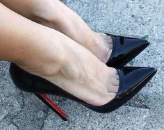 Los tacones pies y piernas mas sexys de la red. The most very Sexy Feet, Legs, Heels and Shoes around the web. Stilettos, Patent High Heels, Black High Heels, High Heel Boots, Pumps Heels, Stiletto Heels, Shoes Sandals, Hot Heels, Sexy Legs And Heels