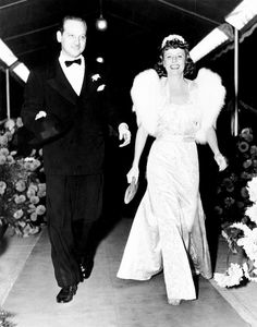 Melvyn Douglas and Irene Dunne at the premiere Theodora Goes Wild.
