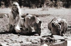 Elle Norway вышел с теплой африканской фотосессией. Аса Толлард (Asa Tallgard) сняла Александру Нильсен (Aleksandra Nilsen) в компании с львицами.