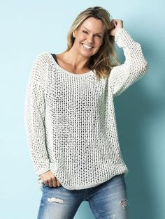 Få en strikkeopskrift på denne fine sweater i netmasker Diy Crochet Top, Knit Crochet, Crochet Clothes, Diy Clothes, Easy Knitting, Knitting Patterns, Big Knits, Bomuld, Pullover