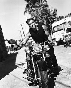 Arnold Schwarzenegger by Sante D'Orazio Motos Vintage, Vintage Motorcycles, Honda Cb750, Arnold Schwarzenegger Movies, Arnold Schwarzenegger Bodybuilding, Carros Lamborghini, Motos Harley Davidson, Harley Bikes, The Lone Ranger