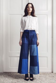 Patchwork Denim is one of the most popular clothing combinations. Fashion Week, Look Fashion, Girl Fashion, Fashion Design, Fashion Trends, Milan Fashion, Popular Outfits, Basic Outfits, All Jeans
