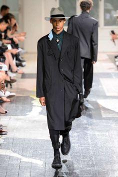 Yohji Yamamoto Spring-Summer 2018   Paris Fashion Week