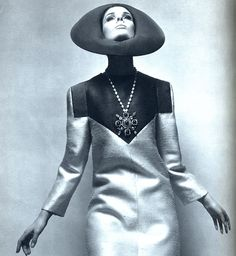 Retro Fashion Lanvin, I would look absolutely ridiculous in this, but it is cool to look at. Space Fashion, Fashion Mode, 1960s Fashion, Fashion Art, Vintage Fashion, Fashion Design, Cheap Fashion, High Fashion, Bouchra Jarrar