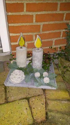 Dekoration med betonlys med flamme af brændt glas.
