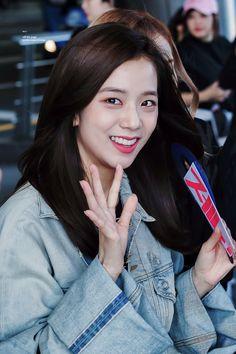 Blackpink Jisoo, Yg Entertainment, South Korean Girls, Korean Girl Groups, Black Pink ジス, Girl Bands, Kim Jennie, Female Singers, Bebe Rexha