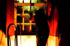 Sessão do espetáculo Lumus Réservée   Atuante-pesquisador: Jones Mota   Fotografia: Izabella Valverde   Arco Artístico: Cuprum-Lumus   2013, Salvador BA. #viansatã #nucleov