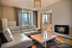 Agence immobilière à Echirolles vous propose ce bel appartement à la vente. Location, Real Estate, Couch, Furniture, Home Decor, Real Estate Office, Creative Ideas, Settee, Decoration Home