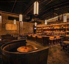 Wine barrel booths! Классная выделенная зона для каждого столика, больше людей могут сесть.