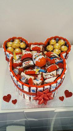 Creative Birthday Gifts, Cute Birthday Gift, Bff Birthday, Friend Birthday Gifts, Candy Bouquet Diy, Diy Bouquet, Diy Presents, Diy Gifts, Candy Themed Bedroom