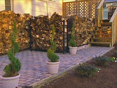 BUILD A PATIO WITH PAVERS