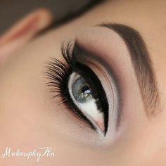 Love this cut crease eye look