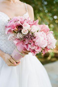 分享一束粉红色的新娘手捧花,淡雅唯美,喜欢吗~~