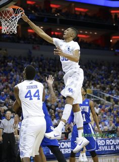 NCAA photos: Kentucky whips Hampton | Basketball Galleries: Men | Kentucky.com