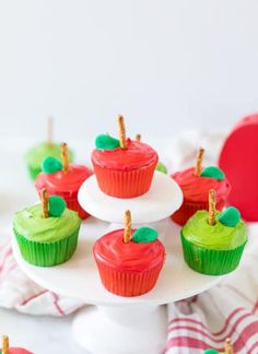 Apple Cupcakes: fun back to school cupcakes that a - Fruity Pebbles Rice Crispy Treats Cupcakes Parmesan Green Beans, Parmesan Asparagus, Roasted Zucchini And Squash, Zucchini Bites, Zucchini Bread, Creamy Seafood Pasta, School Cupcakes, Apple Cupcakes, Chicken Fettuccine