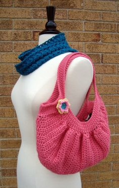 Cute purse crochet. Pretty cute. Wish i could do that.;)
