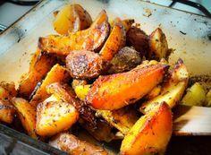 Ez a mi kedvenc köretünk, amiből mindig annyit csinálok, hogy más nem is fér be a sütőbe. Két nagy tepsi sem sok, hidegen is isteni, és azon kevés ételek közé tartozik, amit akár a harmadik nap is örömmel lát a tányérján a család bármelyik tagja. Tepsis krumpli: Nyami!   Hozzávalók:  ... Potato Recipes, Pot Roast, Sweet Potato, Delish, Side Dishes, Recipies, Food And Drink, Potatoes, Paleo