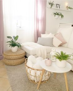 The vase ball in pale pink convinces with its timeless and elegant design all along the line! Combined with fresh flowers, styled on a great tray, it turns every coffee table into an ab Living Room White, Living Room Sets, Living Room Modern, Dream Bedroom, Home Decor Bedroom, Carpet Dining Room, Home Living, Guest Bedrooms, Sofa Pillows
