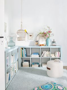 Low book shelves IKEA EXPEDIT--painted (key is to use primer first, let cure overnight before painting, then let paint cure for several days) Ikea Expedit, Kallax, Expedit Bookcase, Expedit Regal, Home Goods Decor, Home Decor, Diy Casa, Deco Design, Home And Living