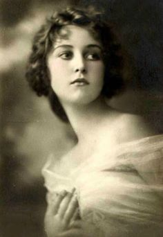 "Lina Cavalieri, world-renowned opera singer and diseuse of the early 20th century. Thanks to FYH, I Iearned the word ""diseuse: a woman who is a skilled and usually professional reciter."""