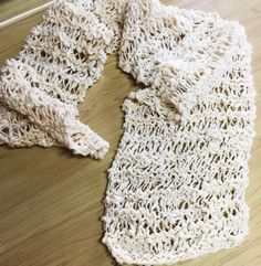 紡いだシルクノイルで作ったマフラーと植物モチーフのフリル - knitmarie
