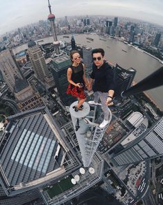This post contains the most Amzing mind-blowing selfies of city climbers. These selfies besides being extremely beautiful, they are extremely original too. Unbelievable Pictures, Cool Pictures, Cool Photos, Selfies, Wow Photo, Futuristic Architecture, Parkour, Crazy People, Extreme Sports