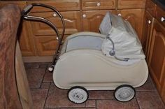Antieke kinderwagen (vintage) zeldzaam