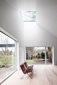 Praksis Arkitekter Selected as Winners of Scandinavia's Most Prestigious Architecture Award,Roof House / LETH & GORI. Architecture Design, Scandinavian Architecture, Architecture Awards, Contemporary Architecture, Windows Architecture, Modern Contemporary, Interior And Exterior, Interior Design, Room Interior