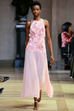 Carolina Herrera, New York Fashion Week, Frühjahr-/Sommermode 2016 Carolina Herrera, Style Couture, Couture Fashion, Runway Fashion, Pink Fashion, Love Fashion, Fashion Show, Fashion Design, Fashion Night