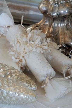 ♕ love these Christmas crackers from Jeanne d'Arc Living
