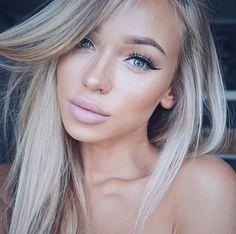 Makeup perfection #hellomollyfashion @liza_lash