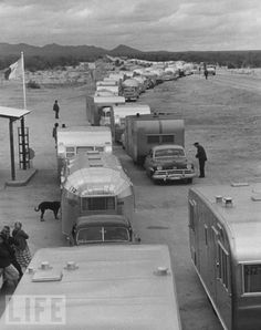 Vintage Cars vintage everyday: 20 Vintage Photos Showing the Golden Age of Campers during the and Old Campers, Vintage Campers Trailers, Vintage Caravans, Horse Trailers, Tiny Trailers, Vintage Rv, Vintage Airstream, Vintage Photos, Vintage Motorhome