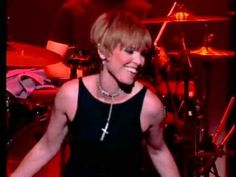 [14] Pat Benatar - Hit Me With Your Best Shot - Live 2001