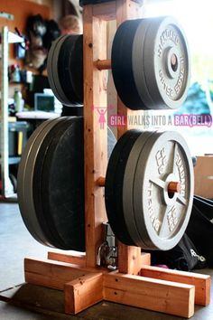 DIY Bumper Plate Storage Projects - Garage Gym Organization - Home Decor Garage Gym, Basement Gym, Diy Garage, Home Made Gym, Diy Home Gym, Diy Gym Equipment, No Equipment Workout, Fitness Equipment, Best Home Gym Setup
