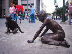 Partido eterno de metras... Sabana Grande :) http://caracasshots.blogspot.com/2012/09/frozen-people-2_15.html | #Caracas #Photography |