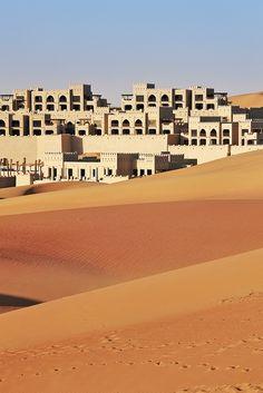 Anantara Qasr Sarab Abu Dhabi desert www.itAnantara Qasr Sarab Abu Dhabi desert www. Abu Dhabi, Wonderful Places, Beautiful Places, Beautiful Scenery, Voyage Dubai, Desert Resort, Deserts Of The World, Oasis, Vernacular Architecture