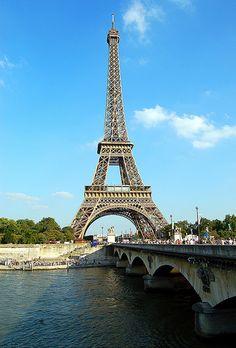 Paris France - Eiffel Tower blue sky   Flickr: Intercambio de fotos