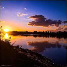 Sun[Po]Set La #PicOfTheDay #turismoer di oggi ammira il sole tuffarsi nel Grande Fiume, nell'entroterra di #Ferrara. Complimenti e grazie a @darioviva / Today's #PicOfTheDay #turismoer admires the sun plunging into the #Po River, in Ferrara's hinterland. Congrats and thanks to @darioviva