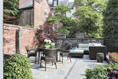 Traditional Dining Room Terrace