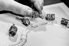 L'assemblage du collier Cascade de Diamants