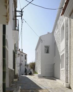 Partial rebuild of a private house on two plots in the historic centre of a coastal town in Catalunya. In collaboration with Liebman Villavecchia Arquitectos, Barcelona.
