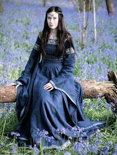"""""""Лютиен Тинувиэль"""", возможно дочь правителя эльфийского королевства Дориат именно так и выглядела. Платье """"Леди Озера"""" от Berkanar"""