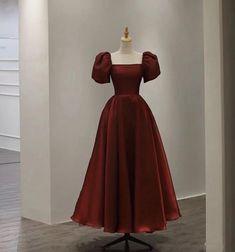 Dark Red Dresses, Short Dresses, Pretty Dresses, Beautiful Dresses, Evening Dresses With Sleeves, Short Evening Dresses, Red Satin Dress, Mein Style, Backless Prom Dresses