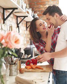 Bugün işi gücü bir kenara koyun. Hayatta en değer verdiğiniz sevgilinize eşinize yani hayat arkadaşınıza vakit ayırın. Çünkü hayat sevince güzel :-) Sevgililer gününüz kutlu olsun!  #sevgililergünü #sevgiliyehediye #sevgi #sevgili #sevgilim #yemeksevenlerkulubu  Bugün heryer güzel. Bu can 7/24 hizmetinizde. Bir telefon kadar yakın ;-) Bu mutluluk bedava.. (2 kişi için geçerli!) Haydi gel içelim. Yerlere düşelim! Kadının yaslanacak bir omuza erkeğin arkasında duracak bir kadına servis.. (…