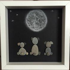 Cachorros bajo la luz de la luna